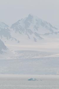 Långt mellan borden på Svalbard
